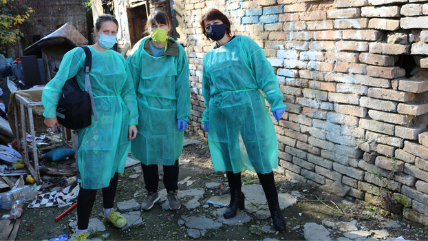 Members of ADRA's medical team in Serbia search out people without permanent homes in abandoned buildings, construction sites, and basements to offer free medical checkups and health counseling. [Photo credit: Pavle Radovanov.]