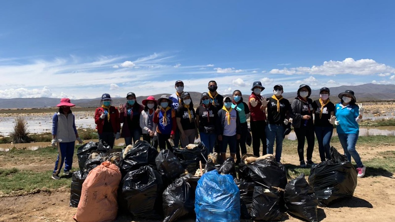 Adventist Youth Clean Up Trash at Lake Uru Uru, Bolivia