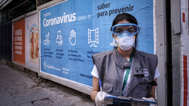 ADRA staff member surveys a community in Argentina to assess needs during the pandemic. [Photo credit: Elian Giaccarini]
